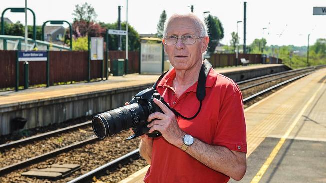 Brit David Brewer navštívil a nafotil všechny železniční zastávky ve Velké Británii