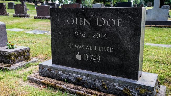 Facebook se pomalu mění v obří virtuální hřbitov (ilustrační snímek)