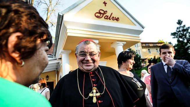 Kardinál Duka nedávno posvětil zrekonostruovanou kaple Salve v Mšeném - lázních při zahájení lázeňské sezony