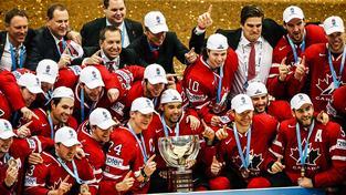Kanaďané s trofejí pro mistry světa
