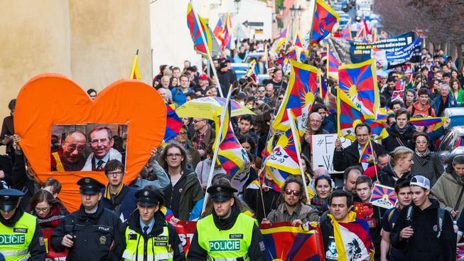 Policie odmítla vpustit demonstranty na Hradčanské náměstí