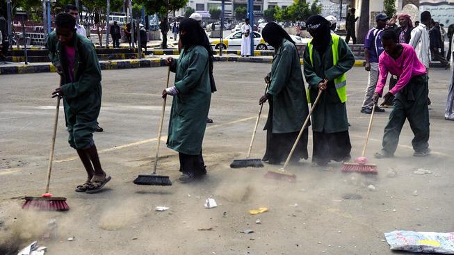Muhammašínští zametači ulice v jemenské metropoli Saná