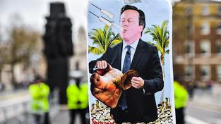 Britský premiér David Cameron protesty přečkal bez úhony