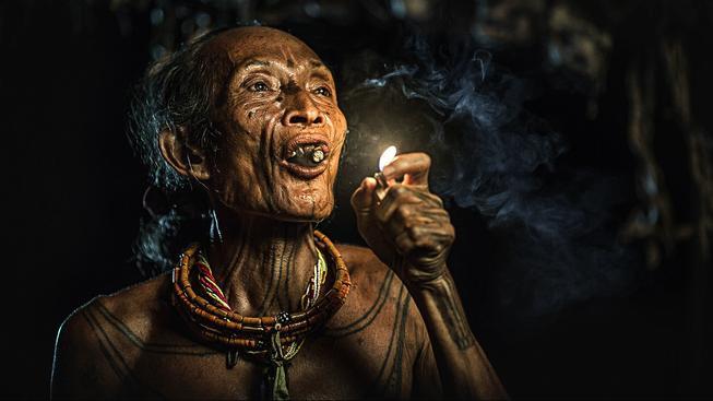 V Indonésii kouří dvě třetiny mužů. Za cigarety muži utráceli všechno školné pro své děti, proto starosta vesnice Bone-Bone kouření zakázal (ilustrační snímek)