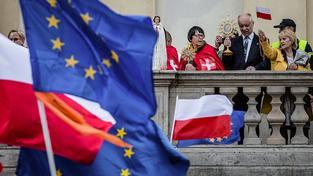Stoupenci vlády a protivládní demonstrace v Polsku