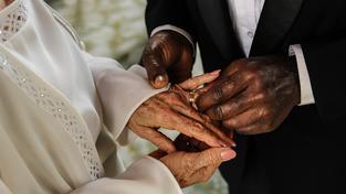 Fingované sňatky se vyplácí. Cizinci získají volný vstup do Evropy a obyvatelé EU finanční odměnu (Ilustrační snímek)