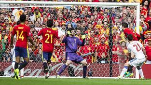 Gerard Piqué střílí jediný gól zápasu