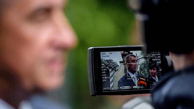 Babiš v Lánech na schůzce se Zemanem kvůli koaliční hádce o policejní reorganizaci