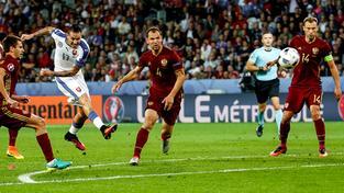 Marek Hamšík střílí rozhodující gól duelu s Ruskem