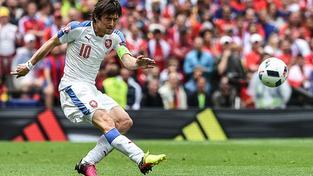 Tomáš Rosický v zápase se Španělskem