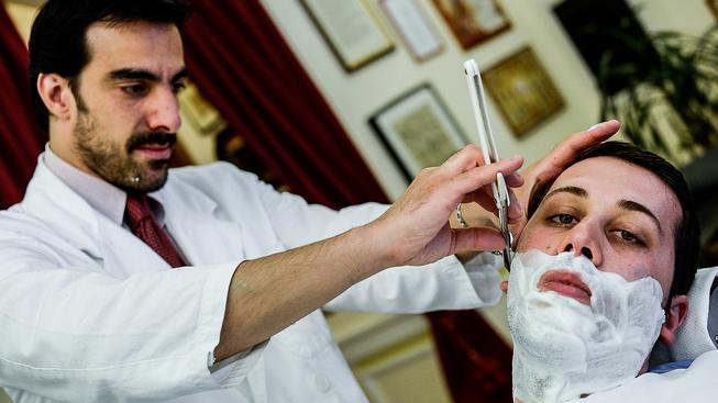 Tradiční holení se těší popularitě. Ilustrační snímek