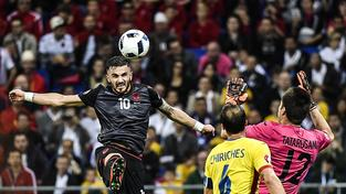 Armando Sadiku střílí jediný gól zápasu s Rumunskem