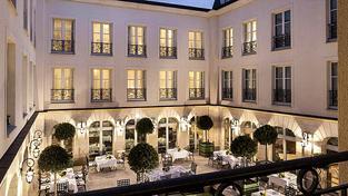 Anglický hotel v Chantilly