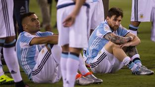 Argentinci truchlí, když po roce znovu podlehli Chilanům ve finále na penalty