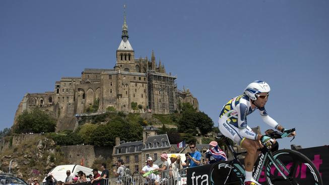 Ostrůvek byl už v roce 2013 svědkem závěru časovky 11. etapy. Na snímku Belgičan Thomas De Gendt