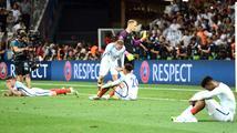 Nejhorší prohra v historii, hořekuje anglický tisk. Ostuda, přitakává Rooney