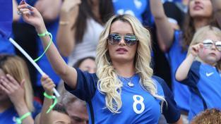 Ludivine Payetová, manželka Dimitriho Payeta, je pravidelnou účastnicí zápasů Francie na domácím Euru