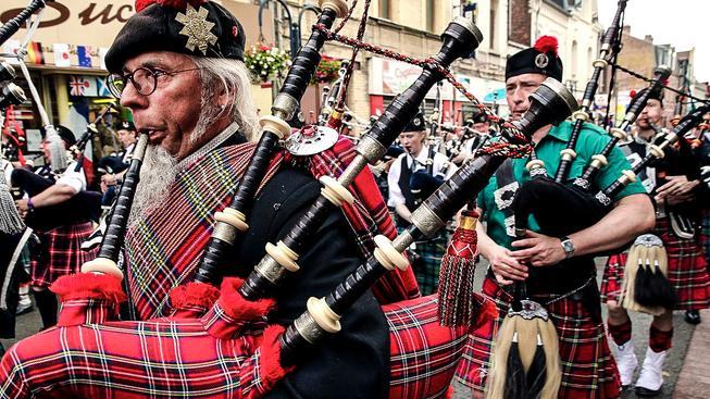 Tradiční skotský průvod. Ilustrační snímek