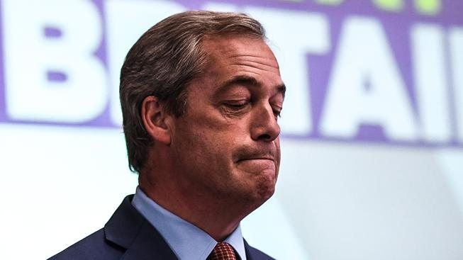 Předseda protievropské a protiimigrační Strany nezávislosti Spojeného království  Nigel Farage rezignoval