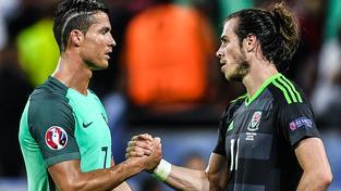 Cristiano Ronaldo (vlevo) a Gareth Bale byli v semifinále nejvýraznějšími postavami svých týmů. Dál však mohl jít jen jeden