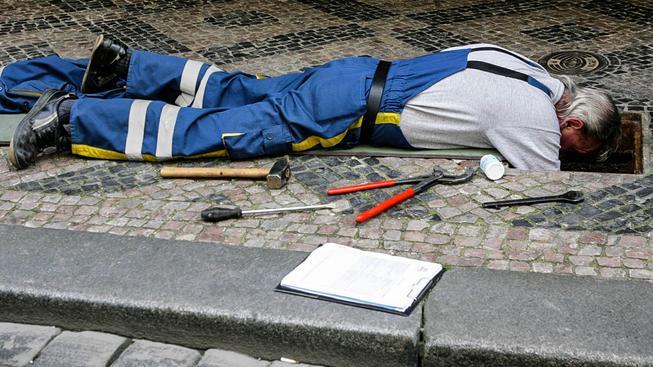 Čištění kanalizace patří mezi ony nevděčné práce, které člověka nedokáží uchránit před chudobou. Ilustrační snímek