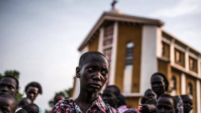 Chlapec, který přišel při nedávné vlně násilí v Džubě o své rodiče