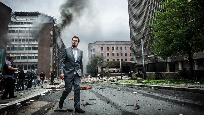 Tento snímek byl vyfocený jen pár minut po výbuchu v Oslu, který zosnoval Breivik