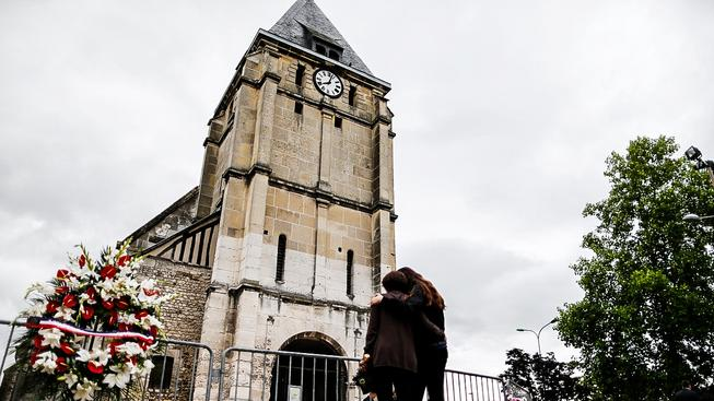 Kostel v Saint-Étienne-du-Rouvray, kde dvojice útočníků držela šest rukojmích a zabila kněze