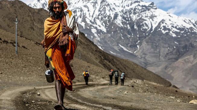 Sádhu, hinduistický poutník, míří do chrámu Muktinath, který leží v Mustangu