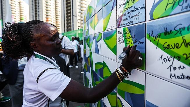 """V Riu stojí hned několik zdí. Tahle je v """"bohaté"""" části města a říká se jí Zeď pravdy. Zdalipak se na ní nějaká pravda objeví..."""