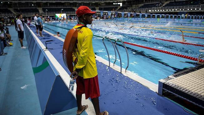 Plavčík u olympijského bazénu