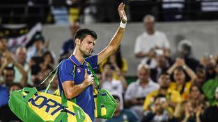 Novak Djokovič opouští s emotivním výrazem olympijský dvorec