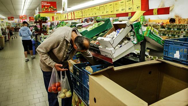 Čeští zákazníci si nakupování v supermarketech užívají. Polovina všeho zboží je ve slevě. Ilustrační snímek