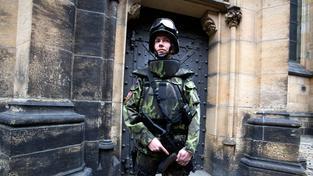 Na Pražském hradě se zvýšily bezpečnostní kontroly. Nikdo nechce říct, proč. Ilustrační snímek