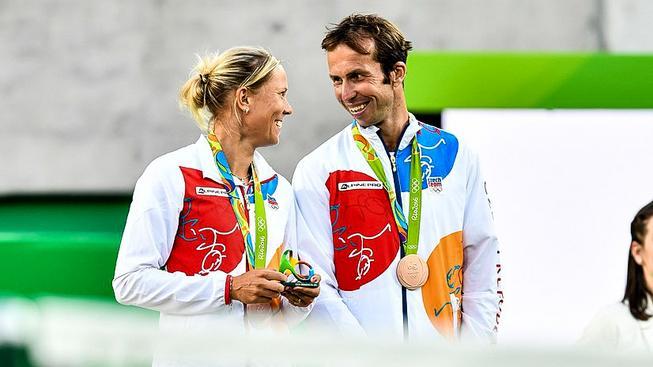 Lucie Hradecká a Radek Štěpánek na olympijských stupních vítězů
