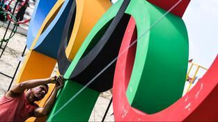 Péče o olympijské kruhy. Ilustrační snímek
