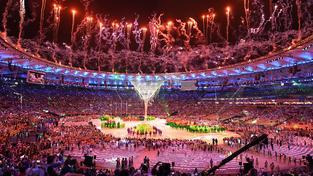 Olympiáda končila velkým karnevalem se spoustou ohňosrojů