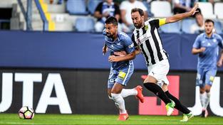 Fotbalisté Liberce si po roce opět zahrají Evropskou ligu. Na snímku Milan Baroš a kapitán Larkany Ander Murillo