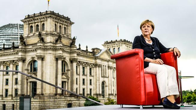 Německá kancléřka Angela Merkelová ani rok po otevření hranic svého rozhodnutí nelituje, i když kvůli tomu Alternativa pro Německo sbírá voliče
