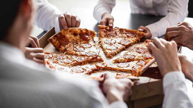 Pizza motivuje zaměstnance víc než příslib peněžní odměny. Ilustrační snímek