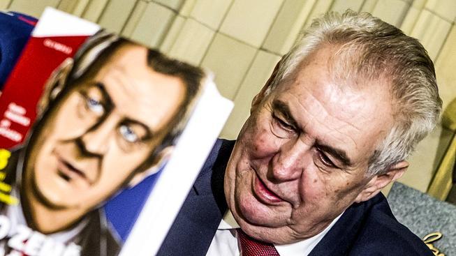 Miloš Zeman na křtu knihy rozhovorů