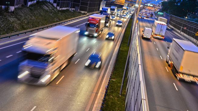 Vybrané úseky dálnic v okolí velkých měst budou pro řidiče osobních aut zdarma. Ilustrační snímek