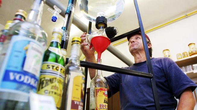 Ilegální palírny v Česku jsou na ústupu, ale jejich úplná likvidace je v nedohlednu