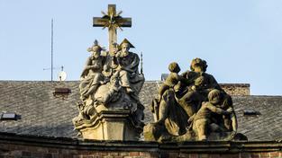 Manětín, město plné soch