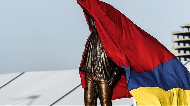Chávezova socha během slavnostního odhalení