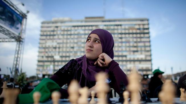 Šachistky v muslimských zemích musejí mít hidžáb povinně