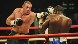 Boxerský šampion Tyson Fury (vlevo) oznámil konec kariéry
