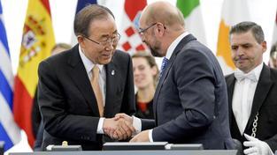 Hlasování europoslanců o klimatické dohode se osobně i generální tajemník OSN Pan Ki-mun