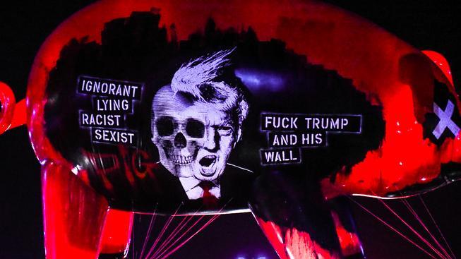 Nafukovací prase s Donaldem Trumpem na koncertě Rogera Waterse