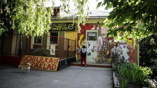 Aktivisté obývají bývalou plicní kliniku od prosince 2014